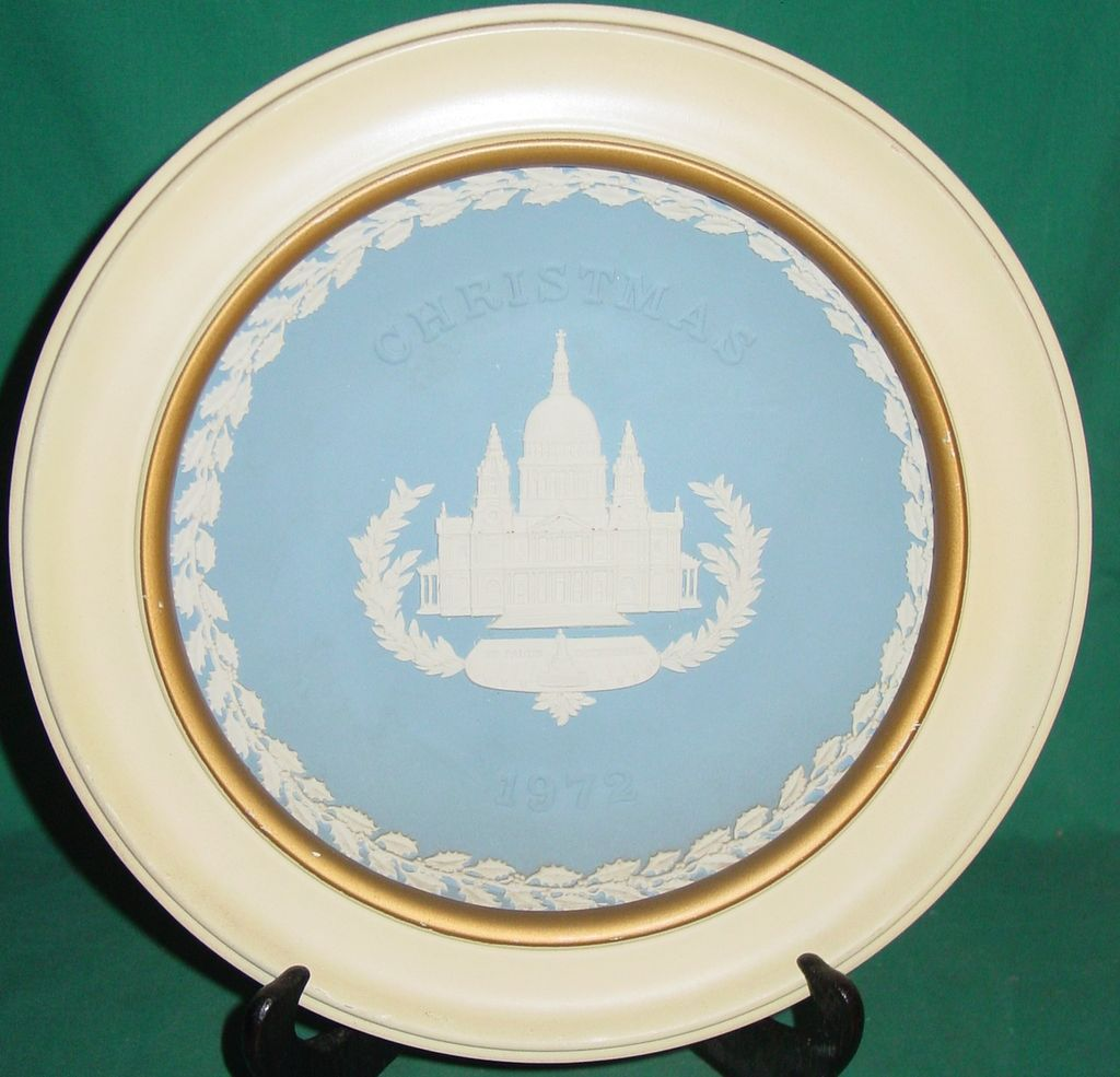 Vintage Wedgwood Jasperware Christmas Plate 1972 Saint Paul Cathedral with Wood Frame