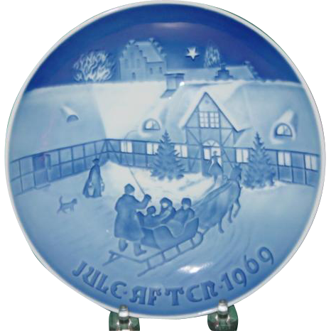 1969 Christmas Plate Bing & Grondahl B&G Arrival of Christmas Guests