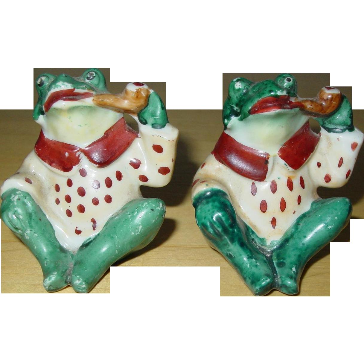 Vintage Frog Salt and Pepper Shakers 1940's Smoking Pipe Sitting Pair Japan