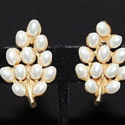 Vintage ART Faux Pearl Leaf Earrings