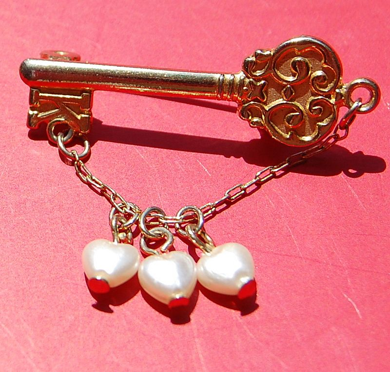 Vintage Gold Tone Faux Pearl Key To My Heart Brooch