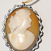 Vintage Shell Cameo Brooch/Pendant