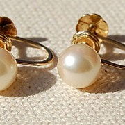 Vintage 14K Gold 7MM Pearl Screw Back Earrings
