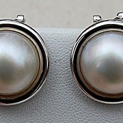 Wonderful Vintage 14K White Gold 15MM Mabe Pearl Earrings