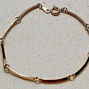 Avon Gold Tone Flexible Link Bracelet