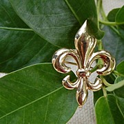 Victorian 14K Gold  Puffy  Fleur D Lis Watch Pin Or Brooch