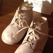 Vintage  Mrs. Day's Ideal Baby Shoes In Original Box