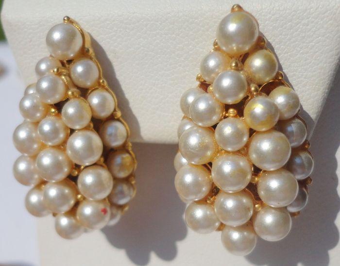 Vintage Faux Pearl Pear Shape Clip Earrings