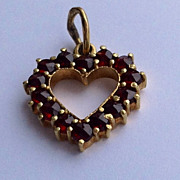 Vintage 14 K Gold Bohemian Garnet Heart Pendant