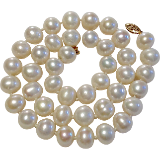 Vintage Cultured Freshwater 10 MM Pearl Necklace
