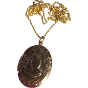 Vintage Gold Tone Metal Praying Hands Double Photo Locket & Chain