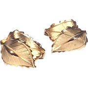 Vintage Giovanni 3 Dimensional Gold Tone Clip Earrings