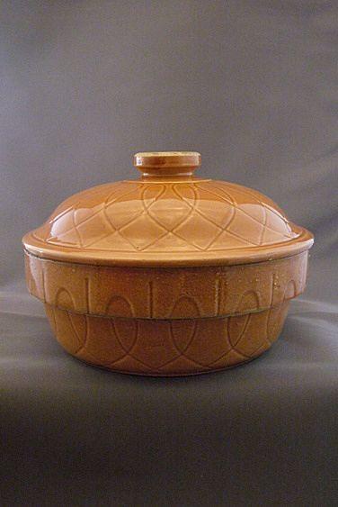 Vintage Watt Pottery Loop Pattern Casserole With Lid