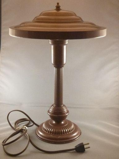 vintage metal industrial mid century modern 39 flying saucer 39 desk lamp. Black Bedroom Furniture Sets. Home Design Ideas