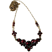 Charming Bohemia Garnet Necklace