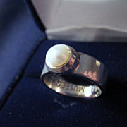 Vintage Signed PARIS MUSEES Sterling Silver & Genuine Pearl Ring