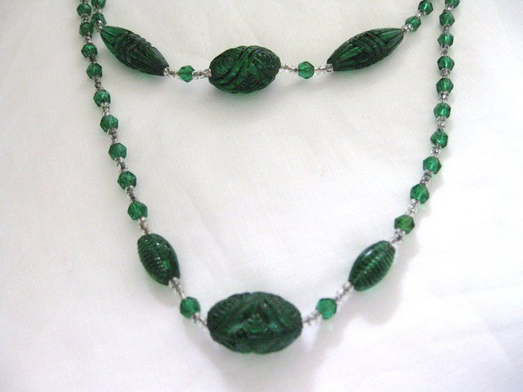 Vintage Czechoslovakia Art Deco Green Glass Necklace