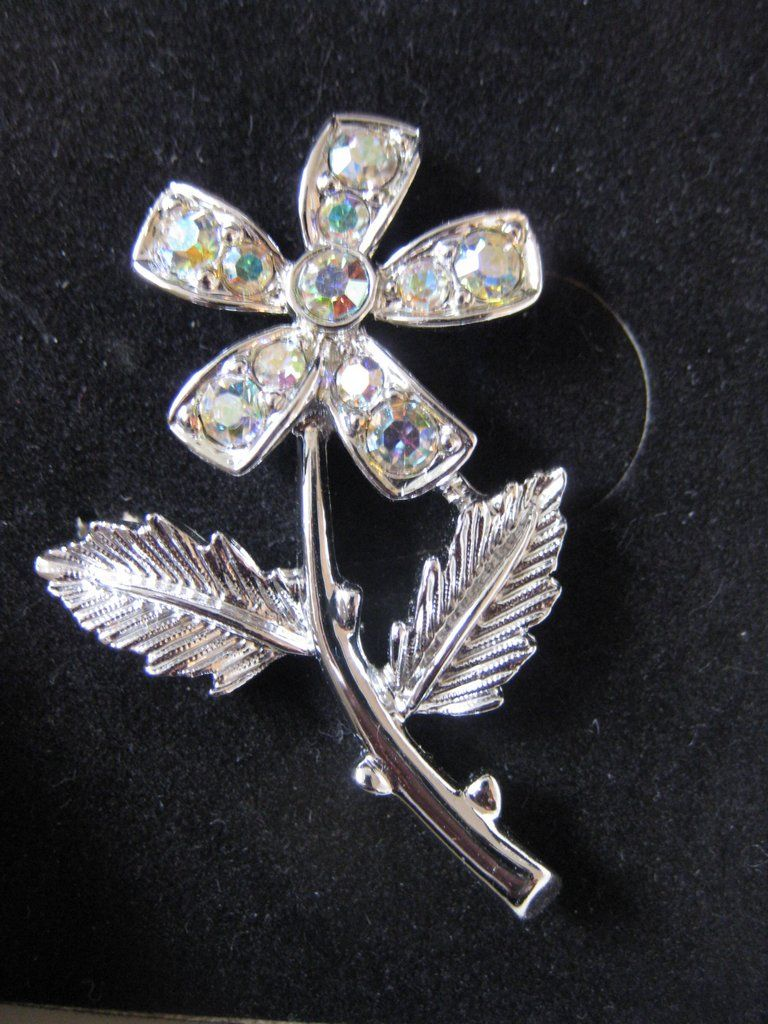 Vintage Signed Sarah Coventry Silvertone & Rhinestone Flower Brooch in Original Box
