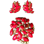 Vintage Gorgeous Variegated Red Rhinestone Demi Parure - Brooch & Earrings
