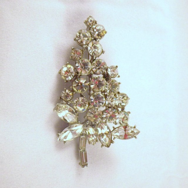 "Vintage Signed ""H. Pomerantz"" Grape Cluster Brooch"