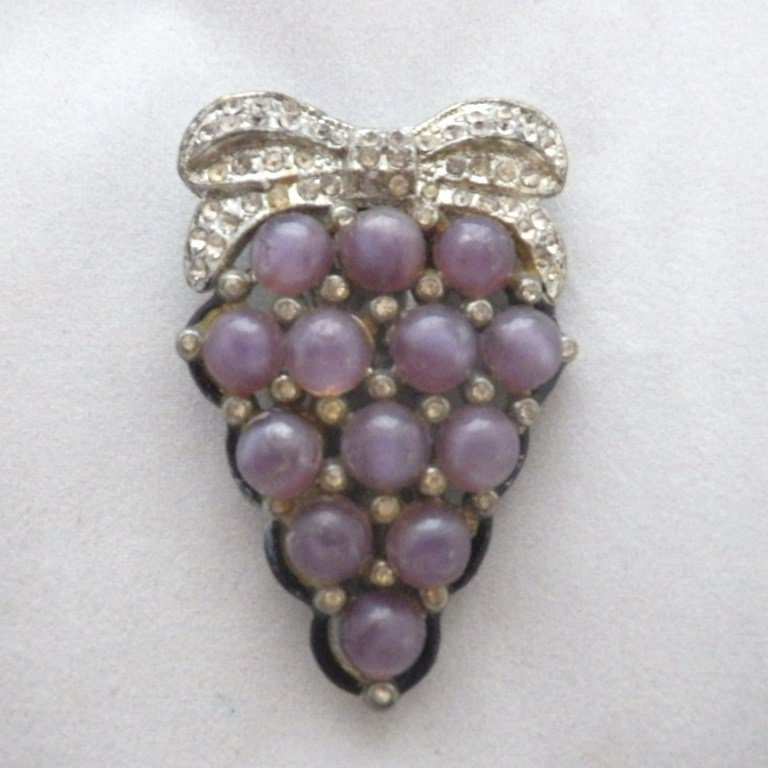 Old Pot Metal, Rhinestone & Glass Cabochon Fur Clip