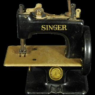 Vintage Singer Toy Sewing Machine