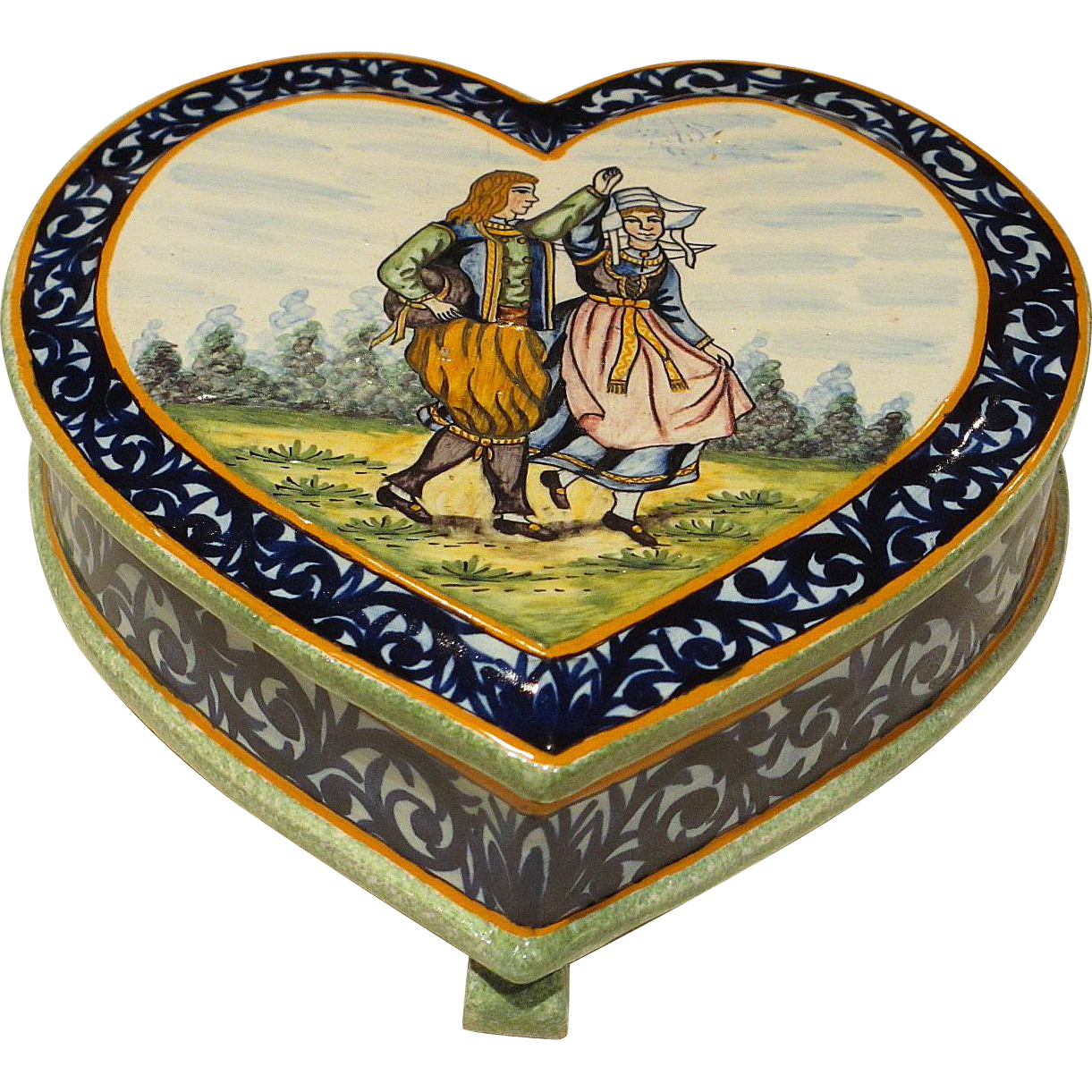 Hand painted french henriot quimper decor riche heart for Decoration maison quimper