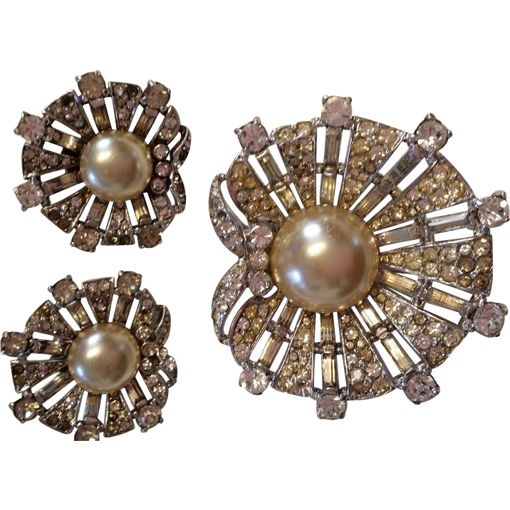 "TRIFARI 1947 Sterling ""Dream Shell"" Fur Clip and Earrings"