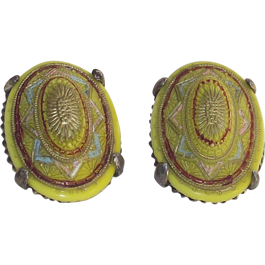 Vintage Clip Earrings Chartreuse – Pistachio Green Molded Glass