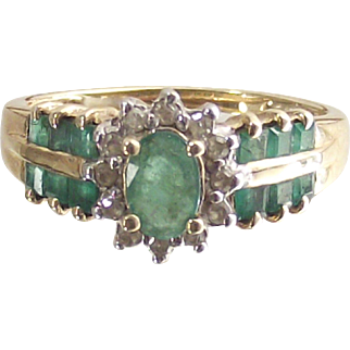Oval Emerald and Diamond Ring 10 kt Yellow Gold