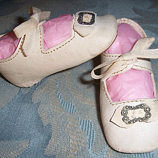 """Doll Shoes. Very Nice Antique German White Leather w Bows & Buckles 3 1/4"""" x 1 3/8"""""""