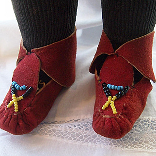 Vintage Burgundy Suede American Indian Doll Shoes Moccasins. Unique.