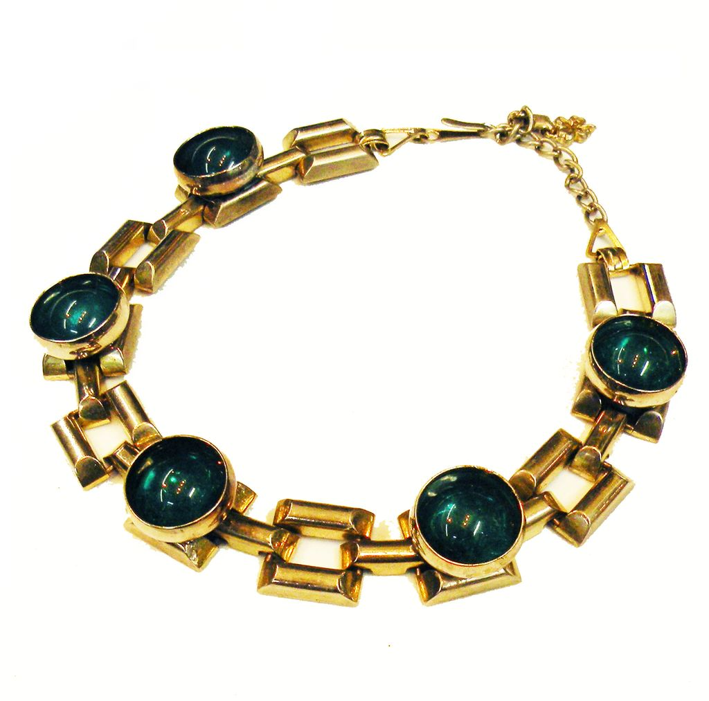 Deeply Set Velvet Green Cabochon Silver Tone Link Necklace