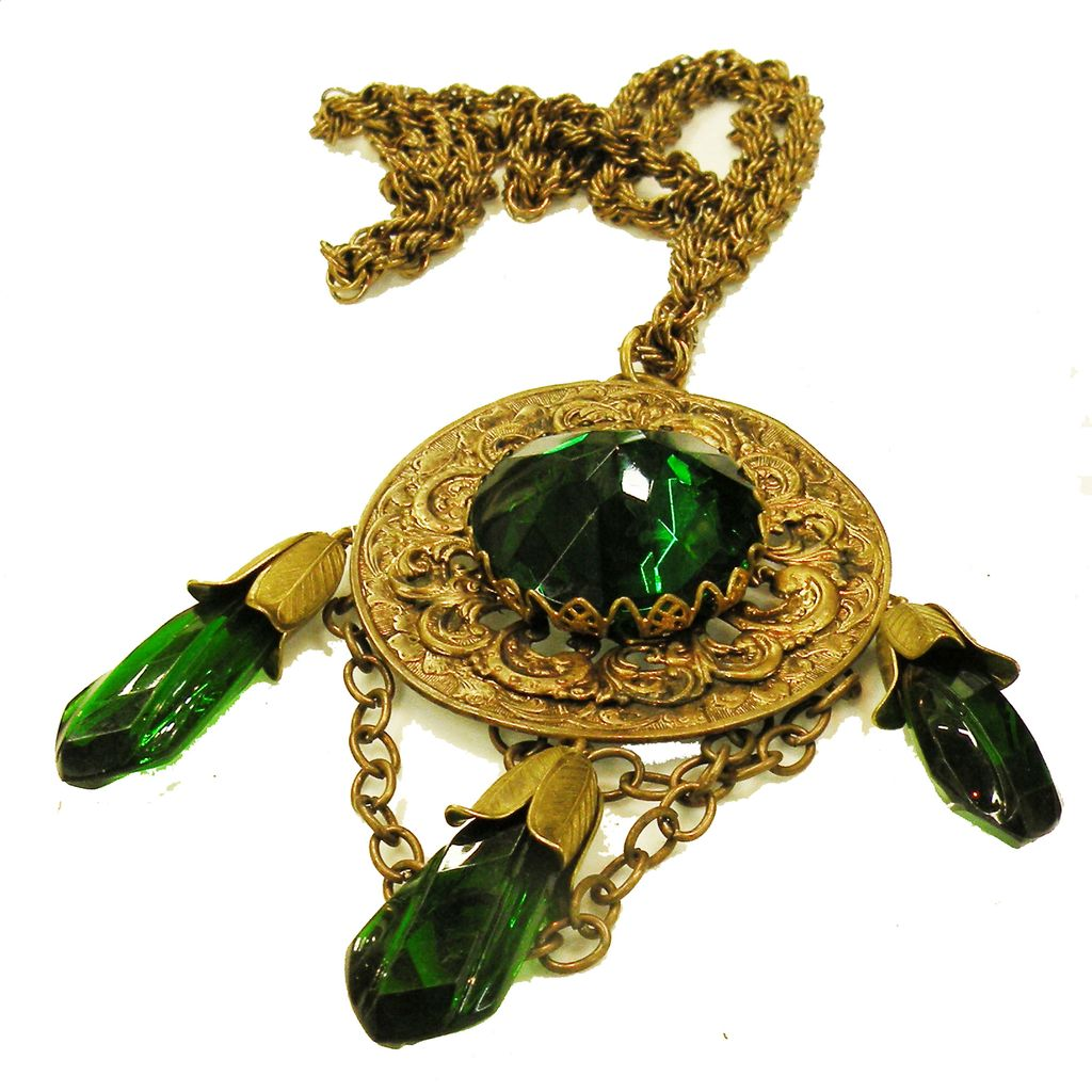 Gorgeous Green Dangling Tasseled High Domed Faceted Cabochon Pendant Necklace