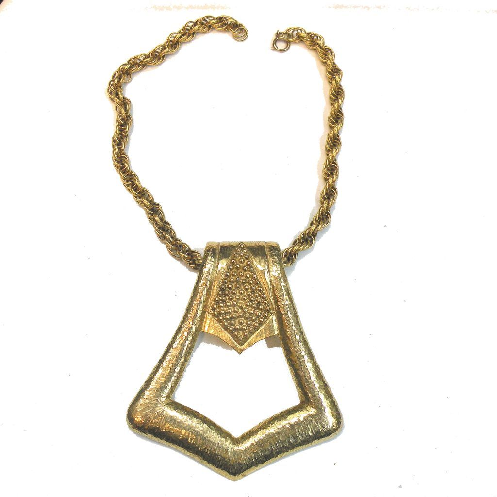 PAULINE RADER Textured Gold Tone Metal Door Knocker Pendant Necklace