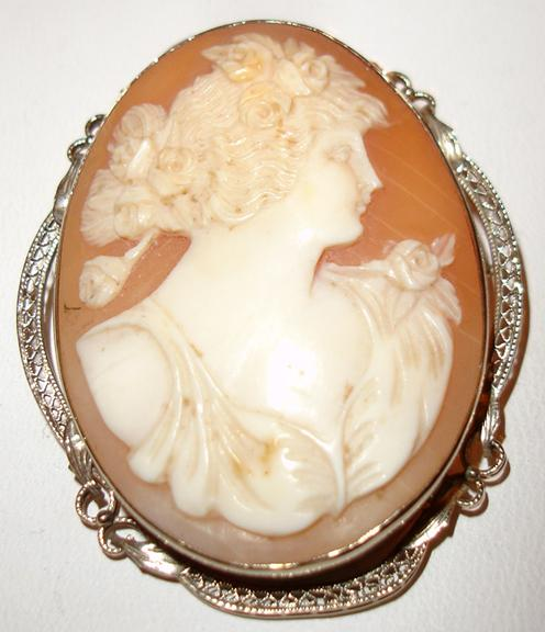 14K Exquisite Highly Detailed Beautiful Late 1800's Shell Cameo Brooch/Pendant