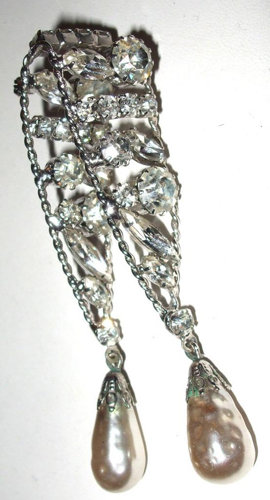 Dimensional Rhinestone Brooch with Dangling Imitation Baroque Pearls