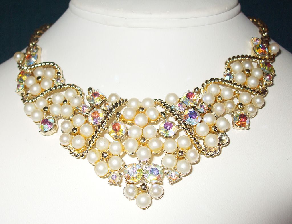 Dramatic Imitation Pearl and Rhinestone Bib Necklace