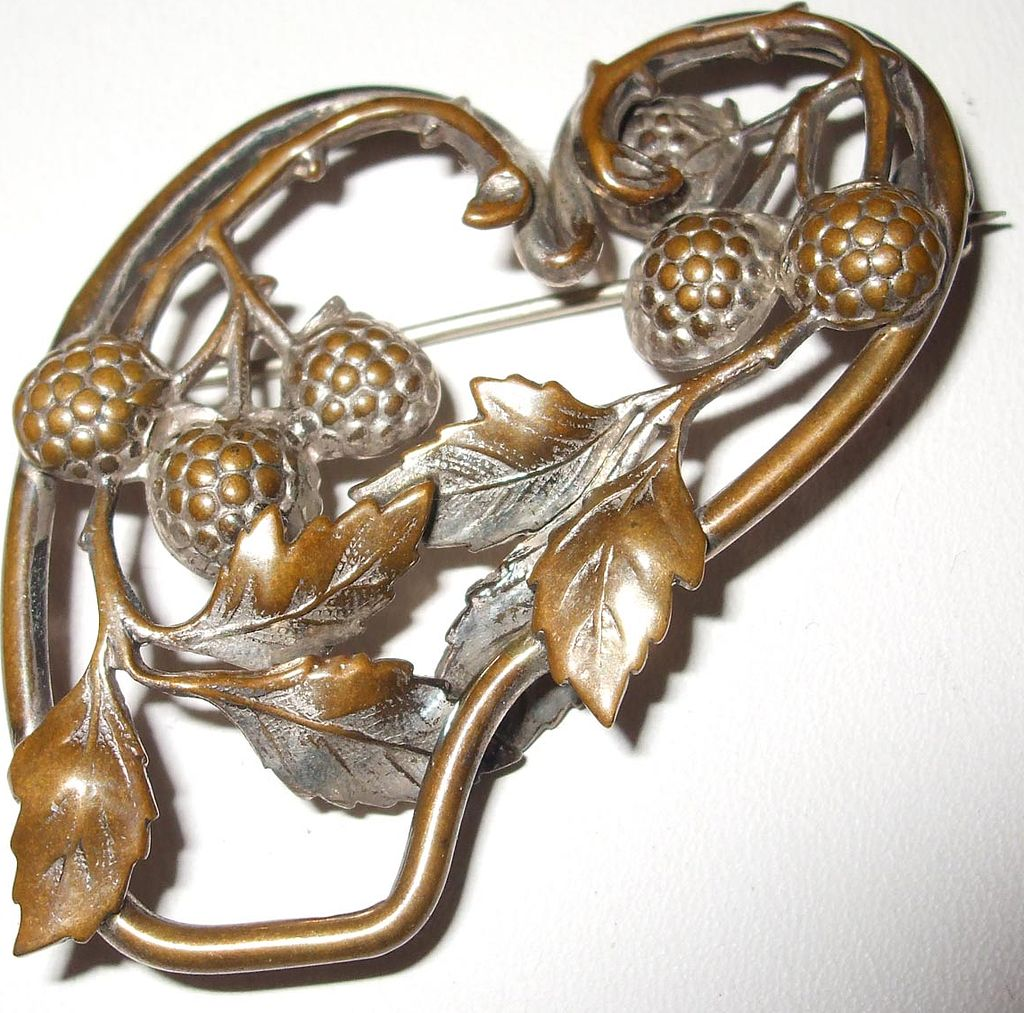 Art Nouveau Abstract Shaped Heart with Acorns and Leaves Brooch