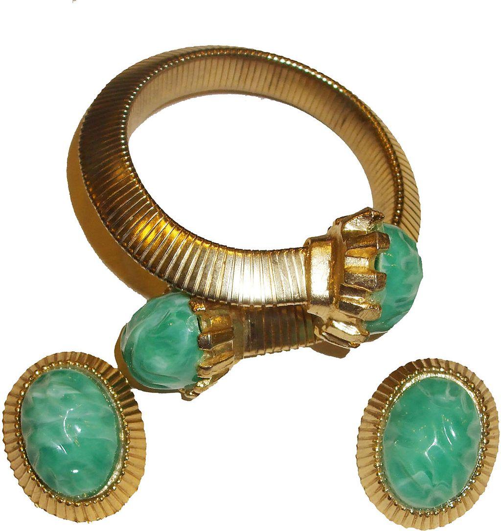 Green Lava Rock Cabochon Memory Bracelet and Earrings