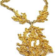 1980s Modernist Napier Textured Goldtone Nugget Necklace with Pendant