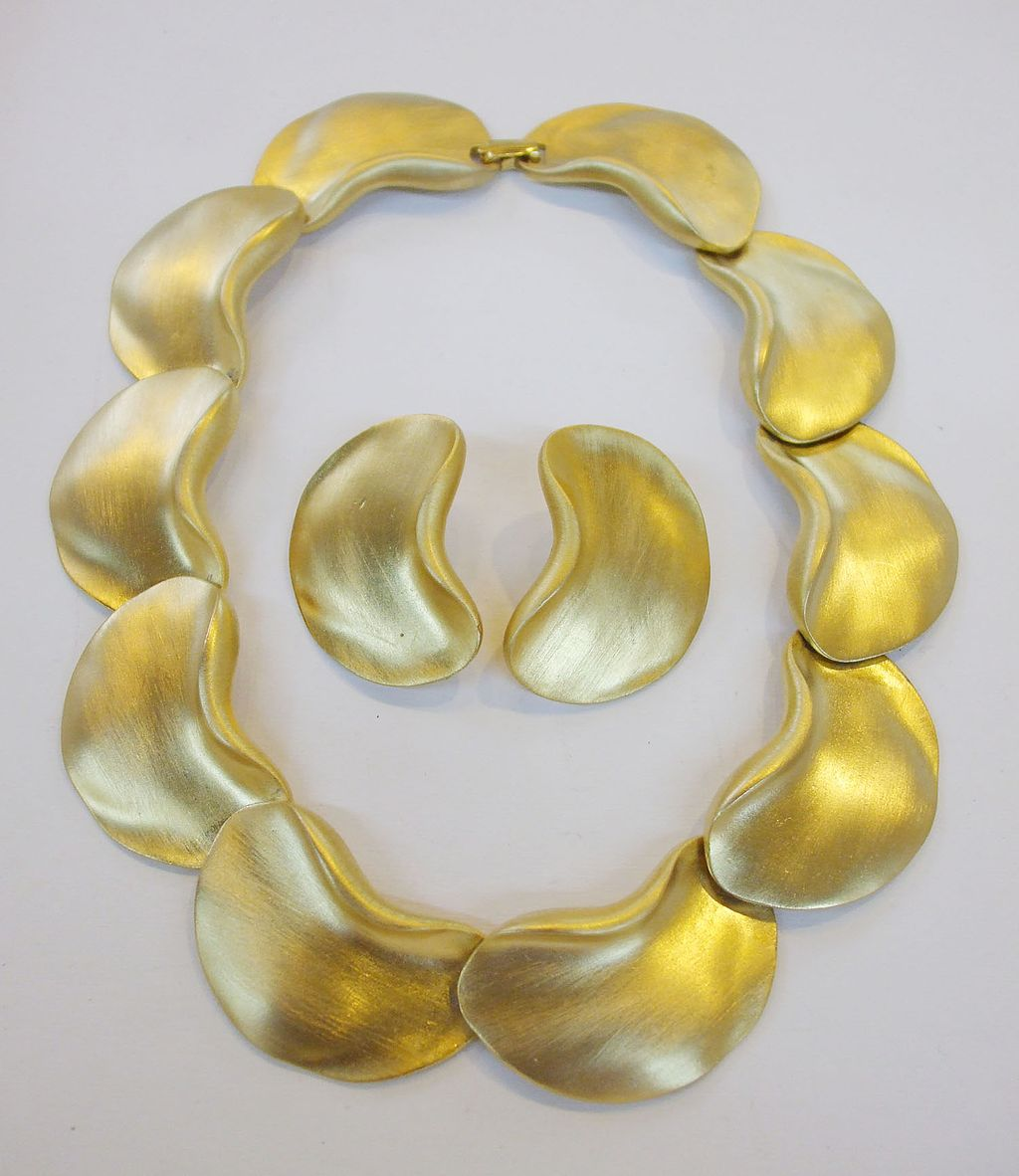 1980s Matte Finish Bean Shaped Necklace and Earrings