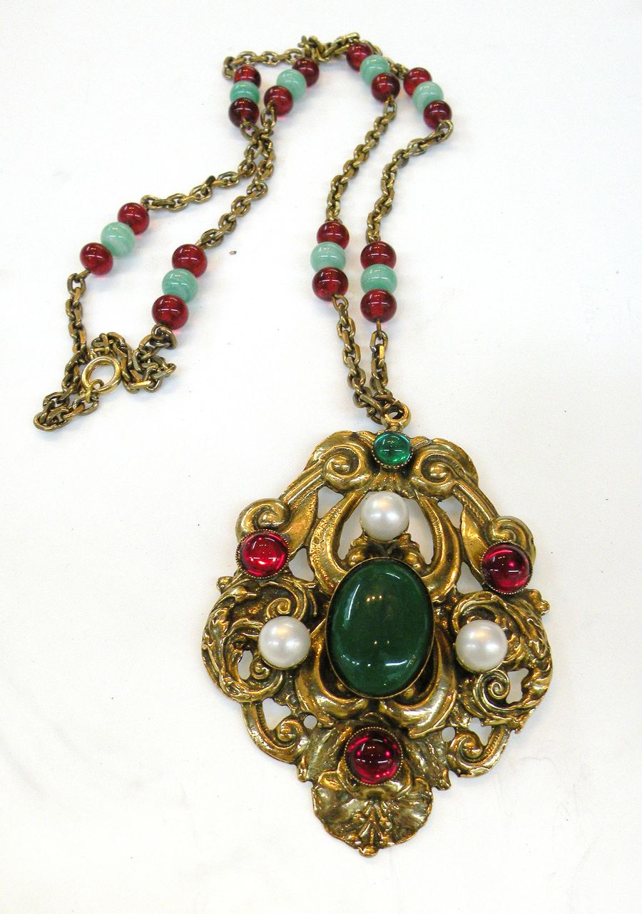 Pretty Moghul Colored Pendant Necklace