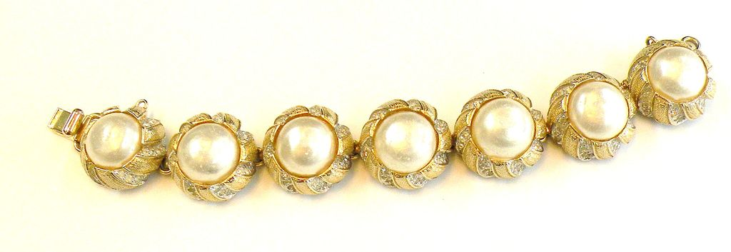 NETTIE ROSENSTEIN Cushioned Set Imitation Mabe Pearl and Pave Rhinestone Bracelet