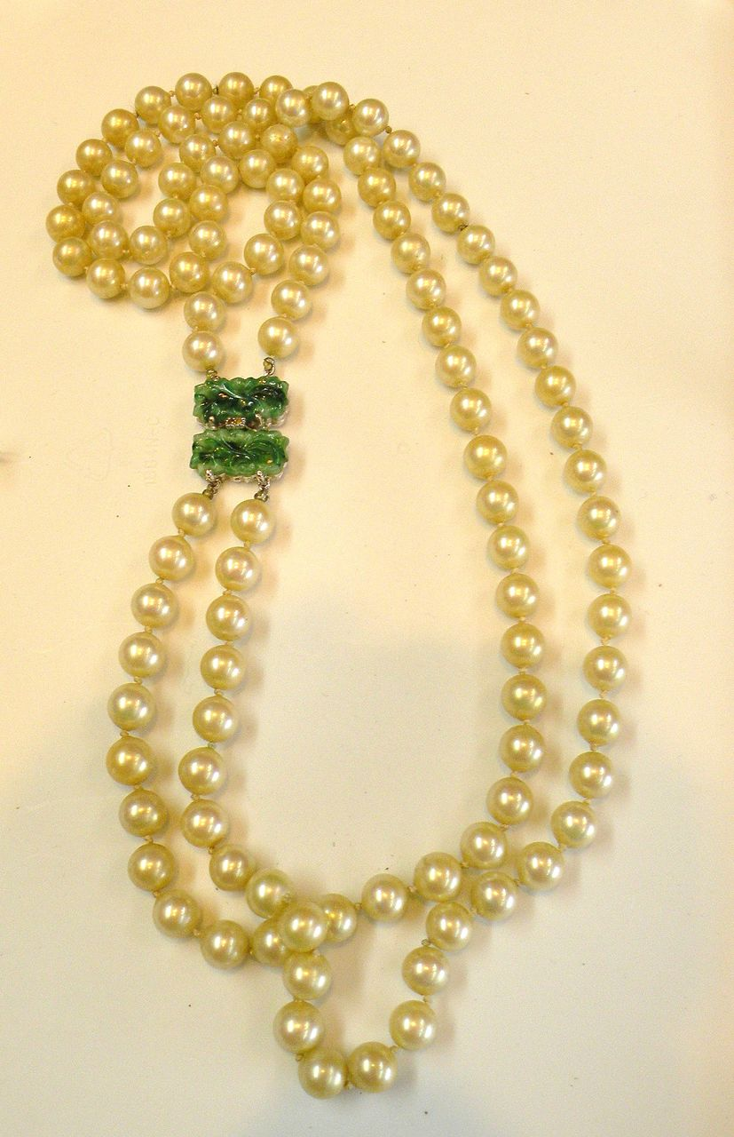 CINER Imitation Pearl and Carved Peking Jade Green Glass Color Clasp with Rhinestone
