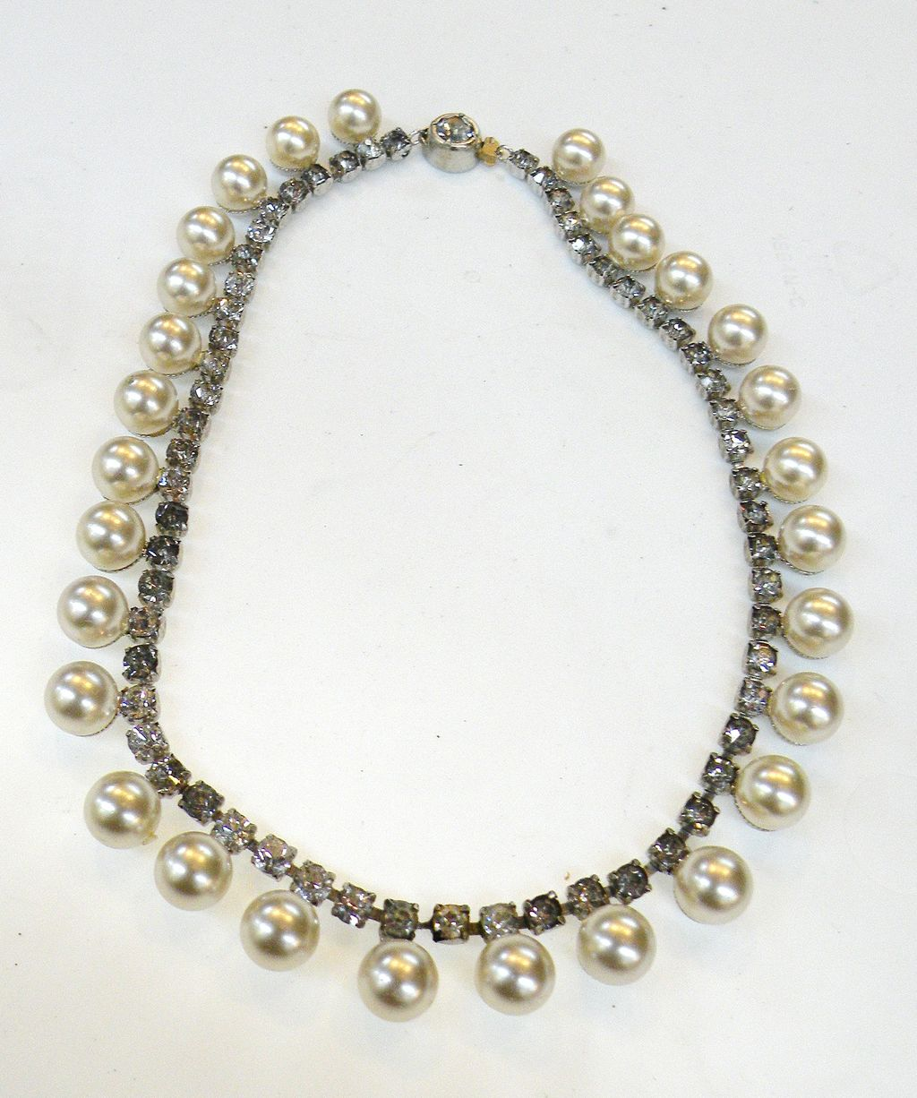 Pretty as a Picture Imitation Pearl and Rhinestone Choker Necklace