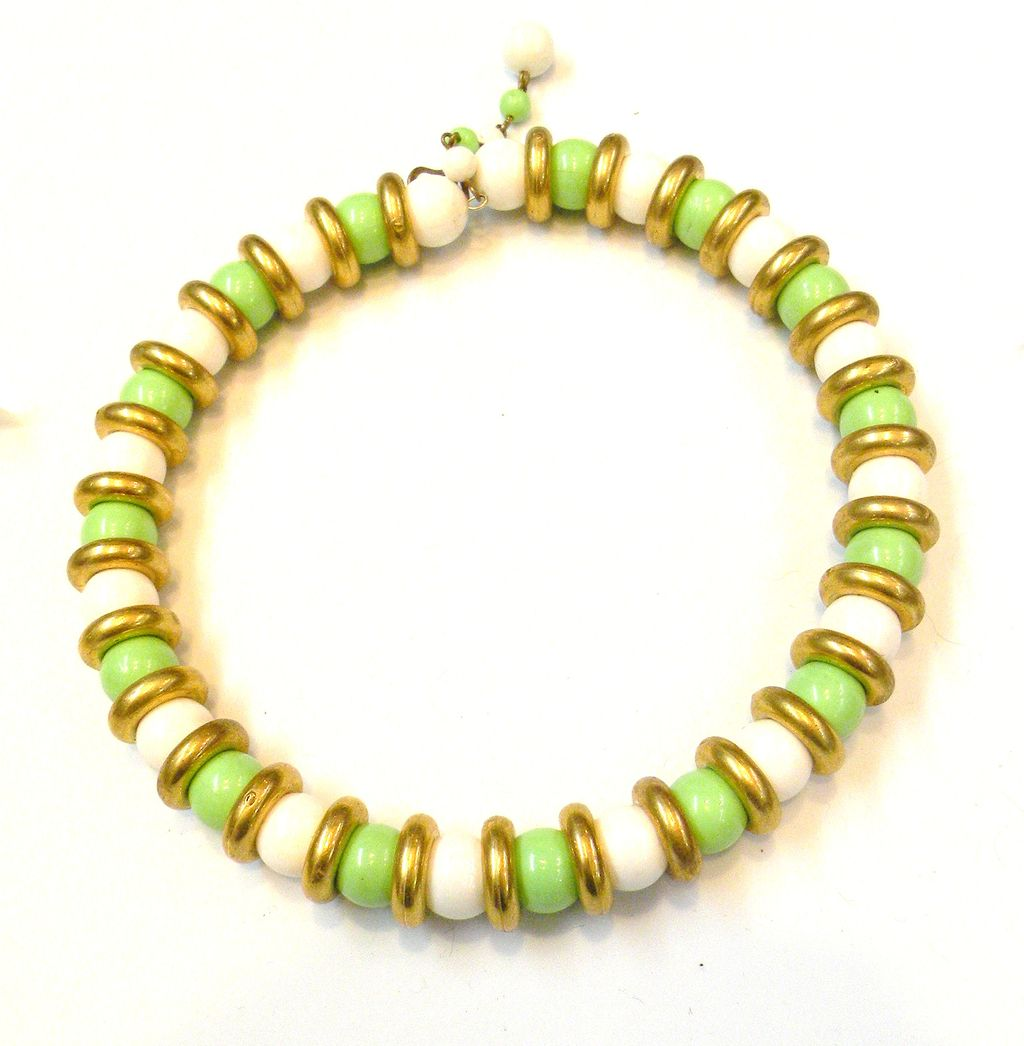 Mad Men Era Lime and White Memory Wire Choker Necklace