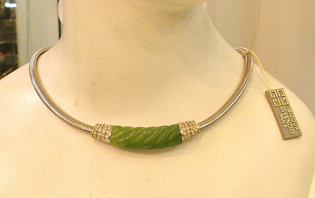 1976 GIVENCHY Green Resin and Rhinestone Elegant Snake Chain Necklace