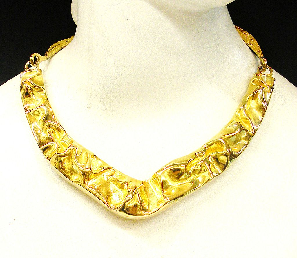 LES BERNARD Crushed Gold Tone Metal Modernist Sculptural Hinged Collar Necklace