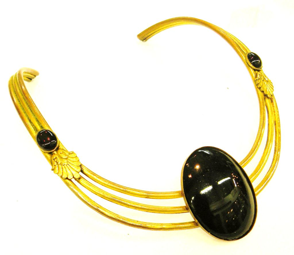 Black Cabochoned 1970s Egyptian Revival Triple Strand Collar De Chien Necklace